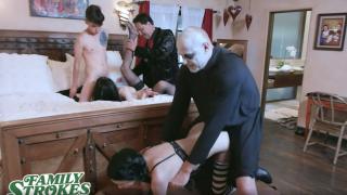 Cadılar bayramında geceyi seksle geçiren mutlu aile
