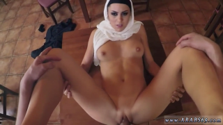 türbanlı kadını masaya yatırarak sikişti